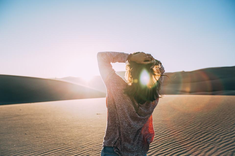 砂漠と女性