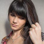 髪のパサつきの改善方法を紹介!オイルやシャンプーを使用したヘアケア方法を知ろう!
