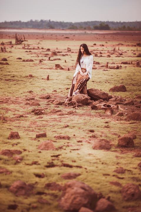 荒野の女性