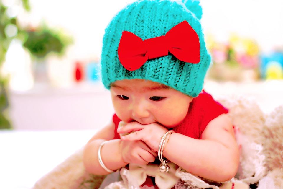 青い帽子赤ちゃん