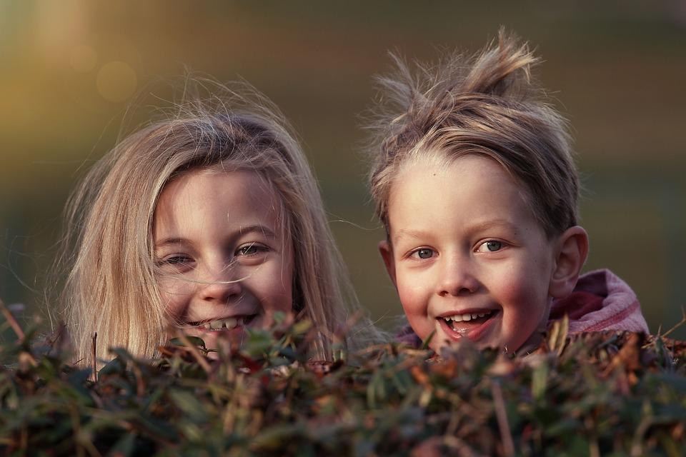 2人の子供笑顔