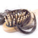 抜け毛の本数はどこからが危険?1日に抜ける髪の毛の本数の平均を紹介!