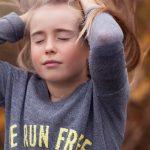白髪の生えているあたりが痒いのは何が原因?白髪との痒みの関連性と痒みの対策方法や白髪の対策方法について