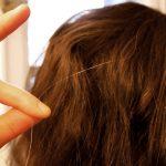白髪を抜くと増えるって本当なの?抜くことのリスクと対処法を知ろう!