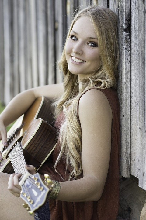ギター笑顔女の子