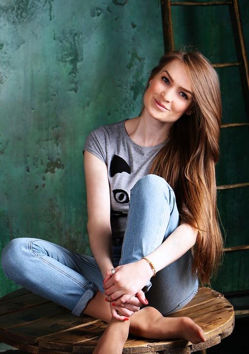 Tシャツデニム女性