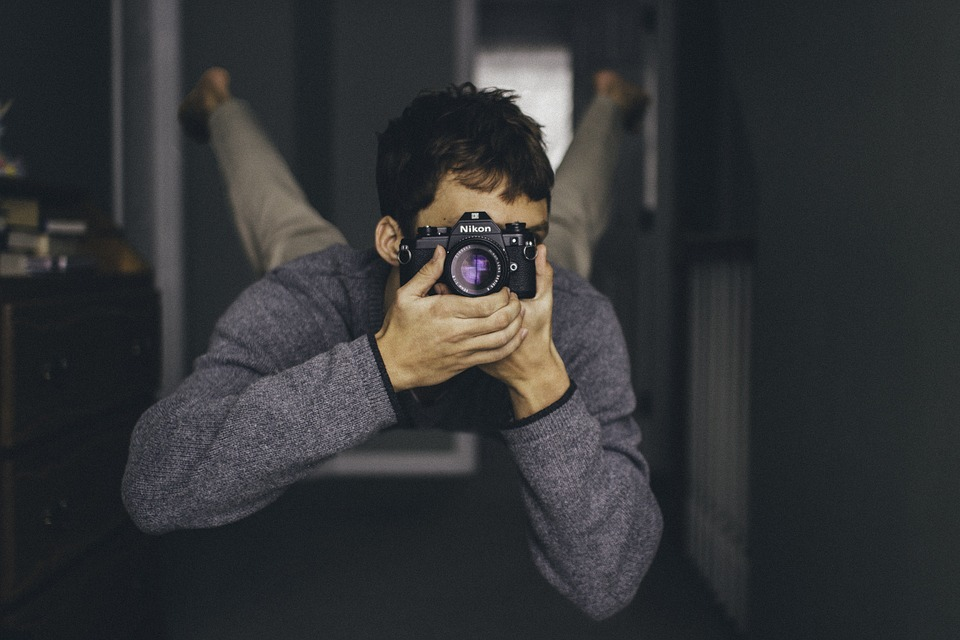 カメラ男性