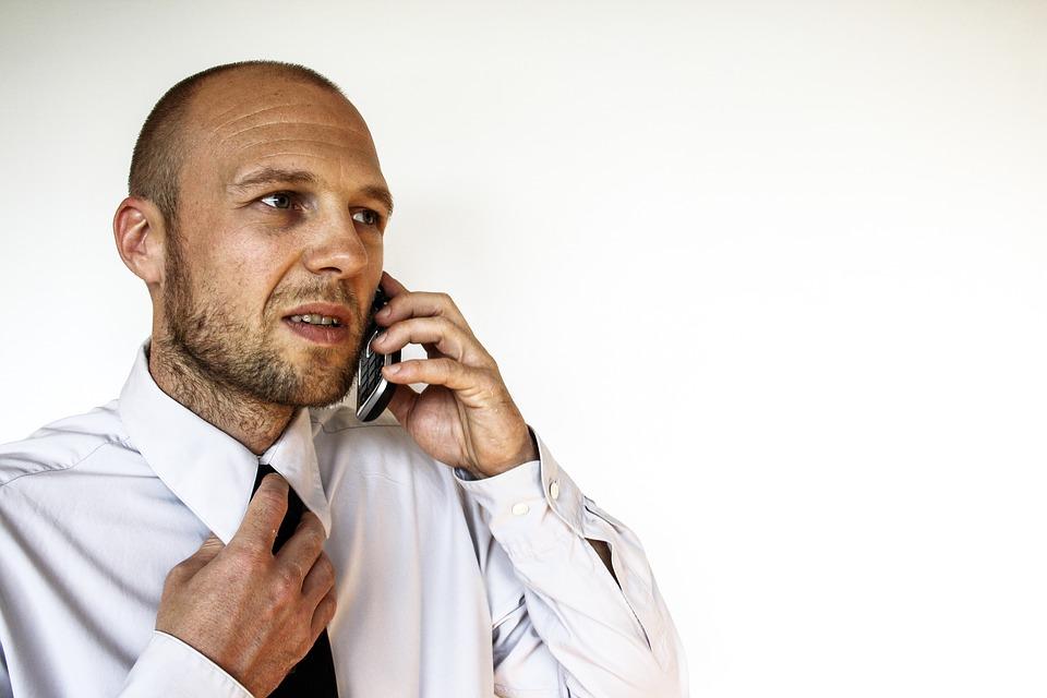 ネクタイ男性電話