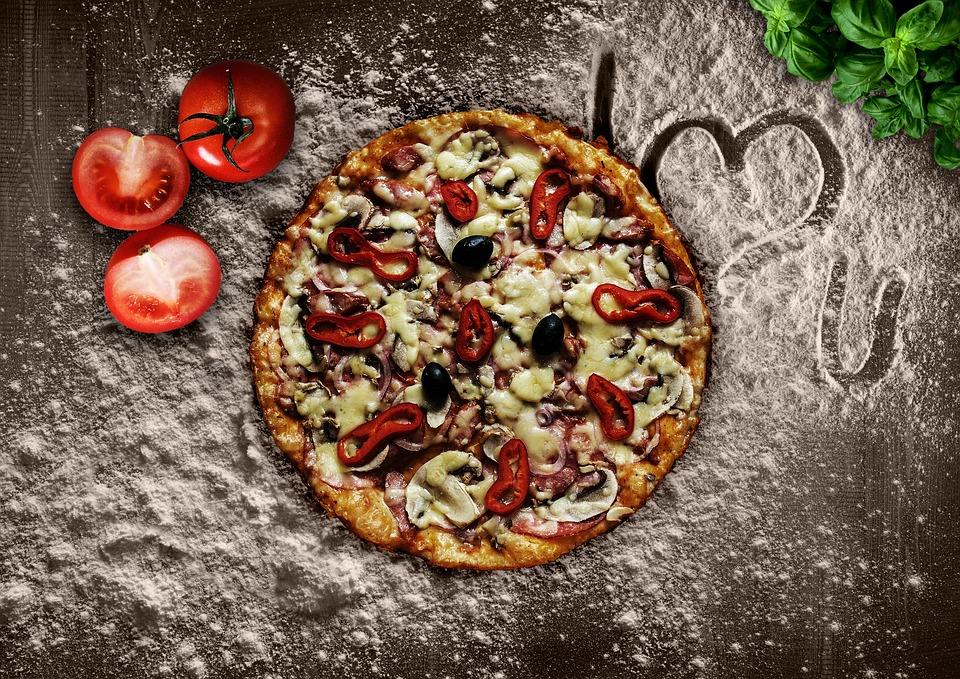 ピザとトマト