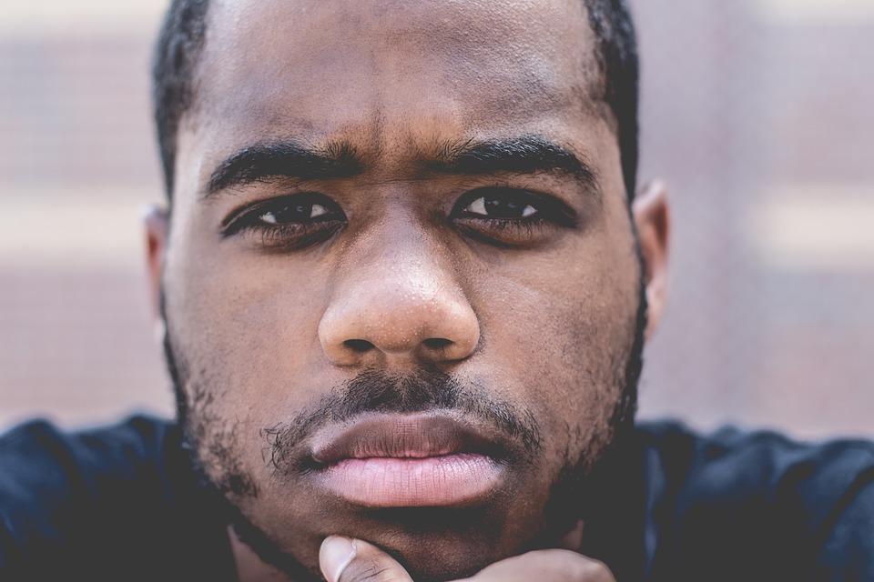 黒人男性の顔