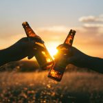お酒のアルコールが薄毛の原因になる!育毛活動に有効な飲酒方法について