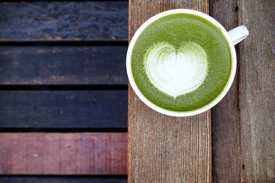 グリーンのカフェラテ