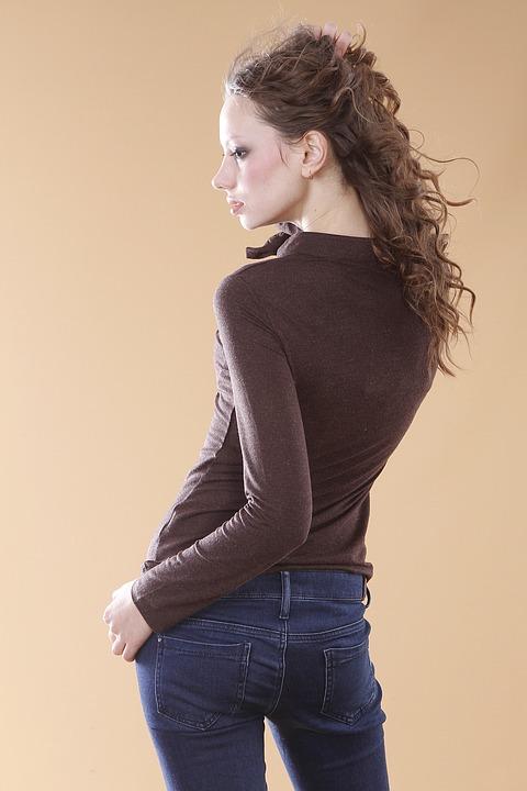 デニム女性横顔
