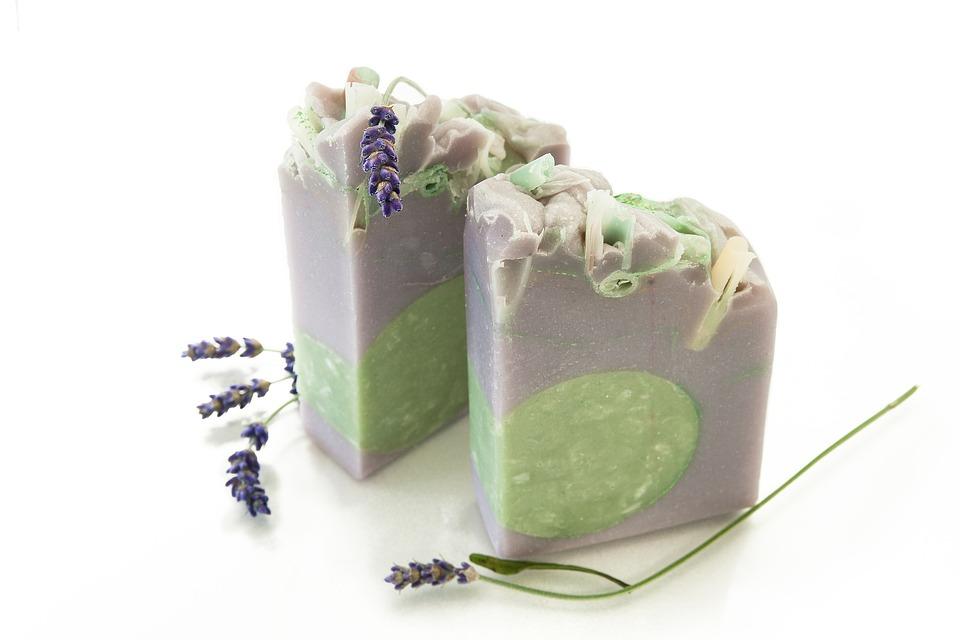 グレー緑石けんと紫花