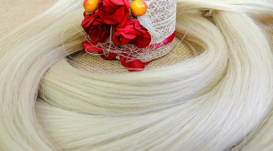 髪の毛と花